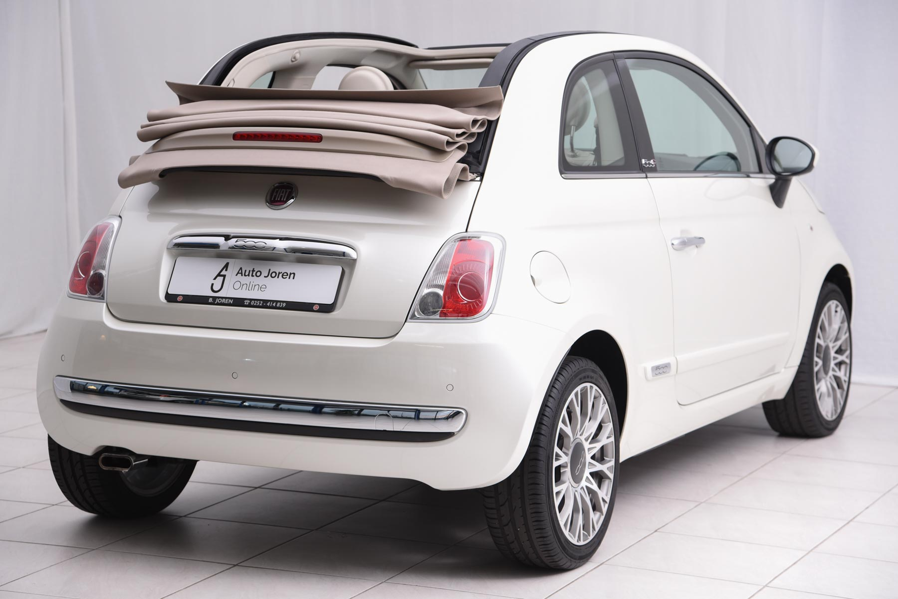 fiat 500 cabrio zwart beige dak fiat world test drive. Black Bedroom Furniture Sets. Home Design Ideas