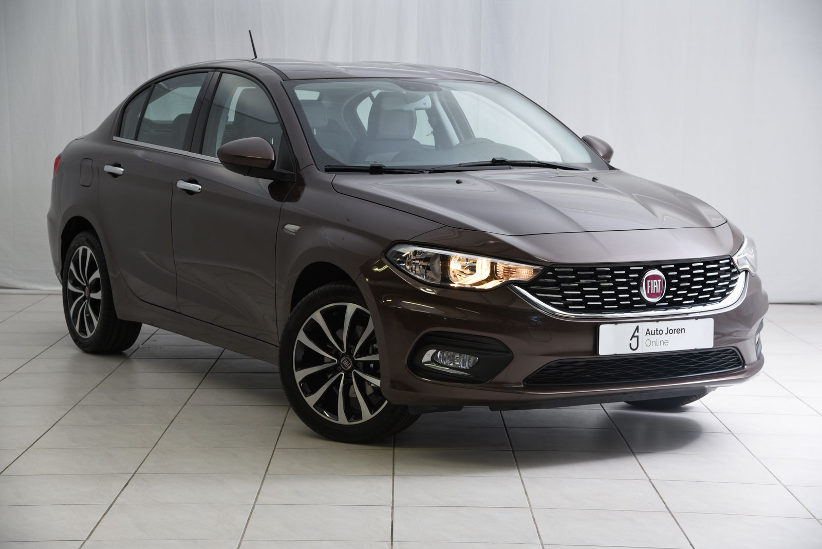fiat tipo lounge ruime sedan private lease of kopen. Black Bedroom Furniture Sets. Home Design Ideas