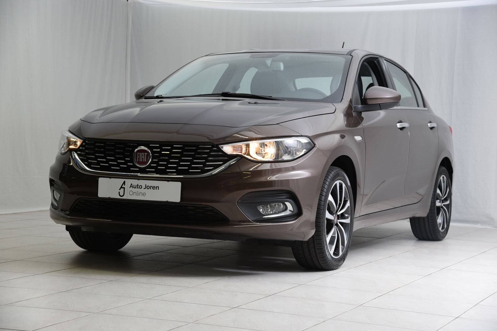 Fiat tipo lounge ruime sedan private lease of kopen for Auto interieur bekleden prijs